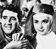 παραγωγές ταινιών στην Ελλάδα - Γιωργοσ Κωνσταντινου και ξενια καλογεροπουλου στο θεατρικο Γαμοσ αλά ελληνικά