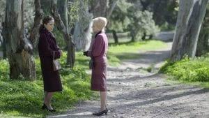 Η Ασημίνα συνομιλεί με την Μαντάμ Κούλα