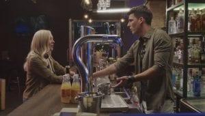 Η Ζέτα και ο Κωστής στο μπαρ