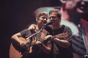 Ο Μάλαμας και ο Παπακωνσταντίνου τραγουδούν πολιτικά τραγούδια