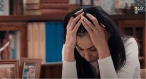 Η Σμαράγδα απογοητευμένη από όσα της λέει ο Αρώνης στις 8 Λέξεις