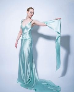 Η Elle Fanning σε ένα καλοσχεδιασμένο φόρεμα στο χρώμα του πάγου για τα βραβεία