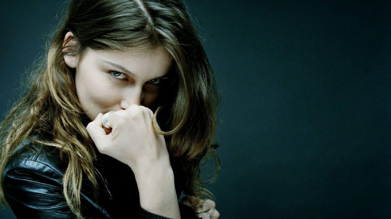 Σε φωτογραφία από τη νέα ταινία που ζητούνται ηθοποιοί, η Laetitia Casta