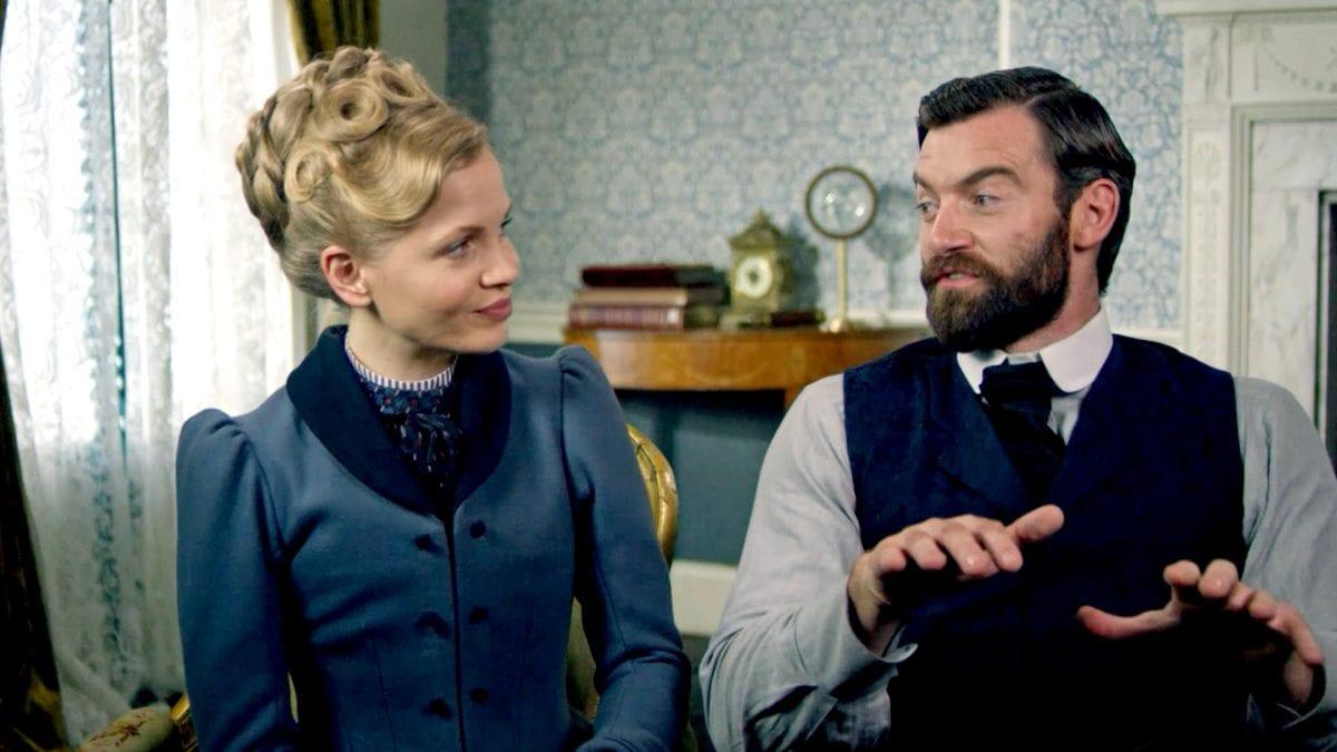 Σκηνή από την σειρά Miss Scarlet & The Duke