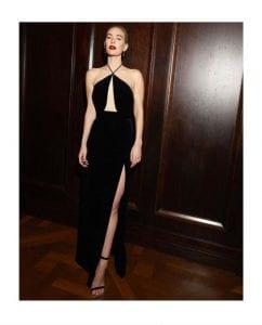 Η Vanessa Kirby σε ένα μαύρο velvet φόρεμα