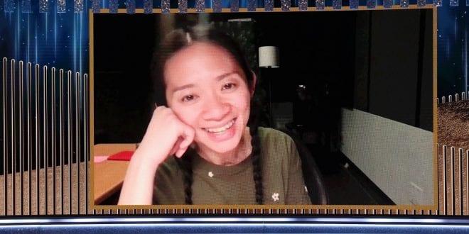 Η Chloe Zhao που κερδίζει το βραβείο σκηνοθεσίας