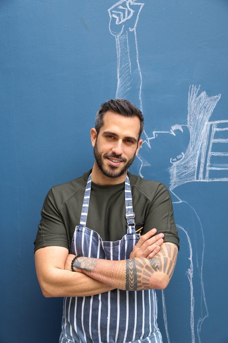 Γλυκιά συνταγή για το πασχαλινό τραπέζι προτείνει ο Γιώργος Τσούλης