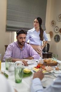 Ο Στέφανος κάνει πρόταση γάμου στην Αγγελική στο τραπέζι