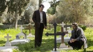 Ο Κωνσταντής και ο Μιλτιάδης στο νεκροταφείο συζητούν παρέα