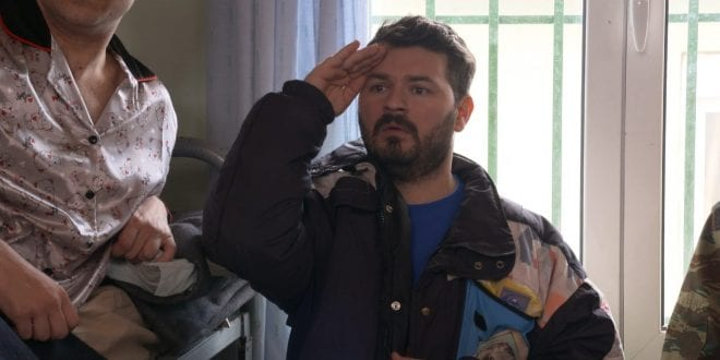 Ο ηθοποιός που υποδύεται τον Έλτον στο Παρουσιάστε