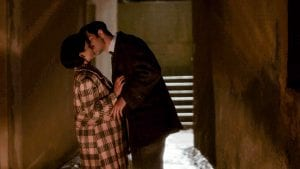 Ο Άγγελος και η Σταυριανή φιλιούνται