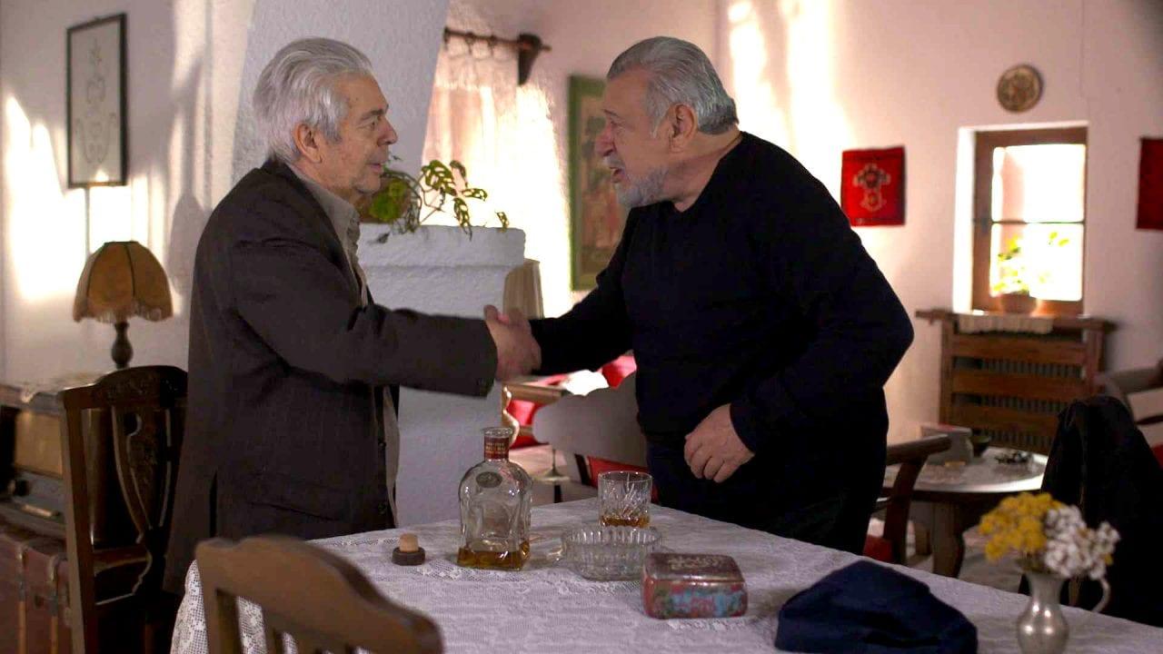 ο Τάσος Χαλκιάς σε σκηνή από σειρά της ΕΡΤ1