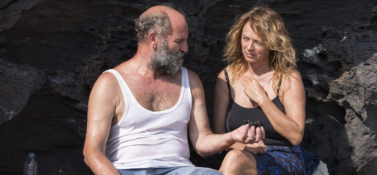 έμα Σουάρεζ και Ακύλας Καραζήσης στην ταινία Παράθυρο στη Θάλασσα - COSMOTE TV
