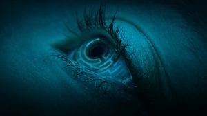 Ένα μπλε μάτι από την ταινία oxygen στο netflix