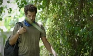Ο Νίκος Μπάρτζης σε πλάνο από το Survivor