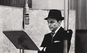 Πλάνο από τον κορυφαίο Αμερικανό τραγουδιστή Φρανκ Σινάτρα