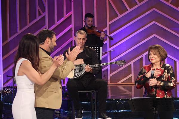Μιχάλης Μαρίνος και Ναταλία Δραγούμη στην εκπομπή Στα Τραγούδια Λέμε ΝΑΙ που κάνει αφιέρωμα στην Πίτσα Παπαδοπούλου