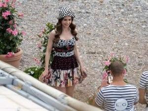 έμιλι στο παρίσι σεζόν 2 φόρεμα φλοράρ