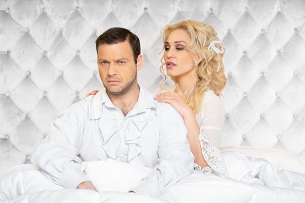 η κωμωδία Το νυφικό κρεβάτι σε καλοκαιρινή περιοδεία - Παιζουν Τζιόβας και Αναστασοπούλου