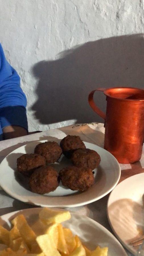 οινομαγειρείο Τριφύλλι - κεφτεδάκια με πατάτες