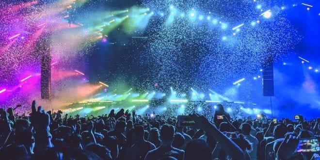 Πλάνο από συναυλίες στον Ηνωμένο Βασίλειο