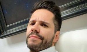 Ο τραγουδιστής και παρουσιαστής Γιώργος Τσαλίκης