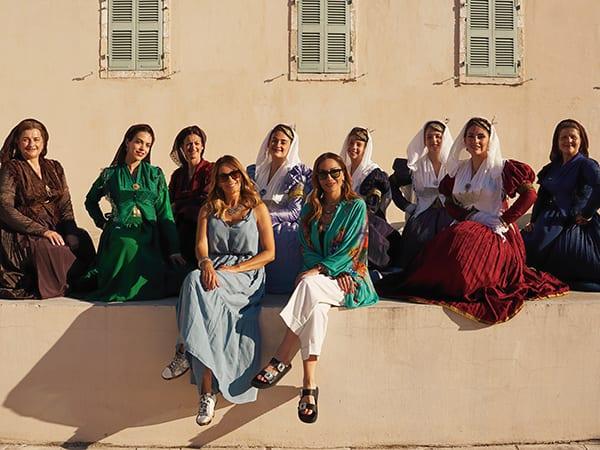 My Greece Έλλη Κοκκίνου Λευκάδα και κοπέλες με Λευκαδίτικες φορεσιές