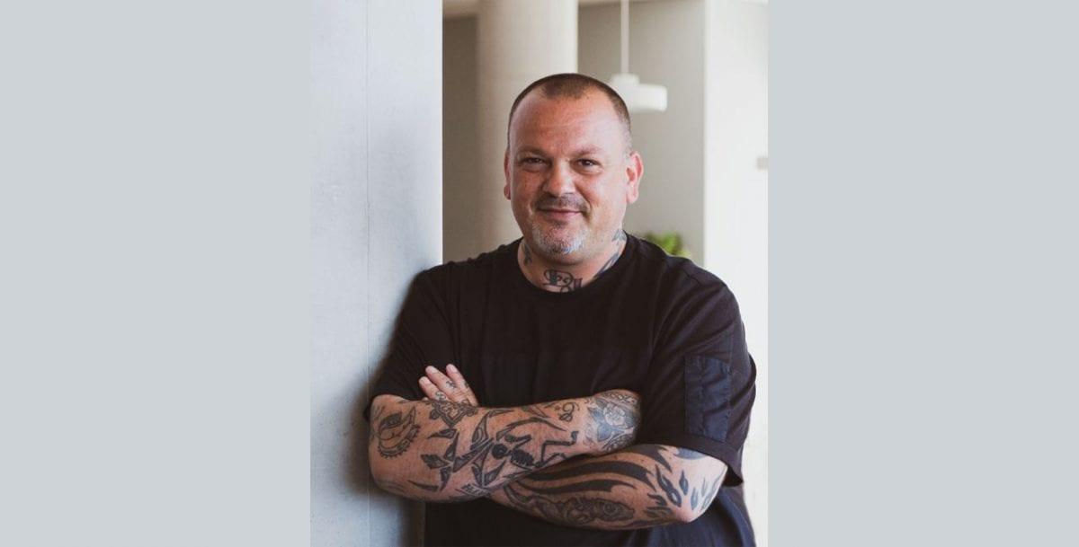 Ο γνωστός chef Δημήτρης Σκαρμούτσος