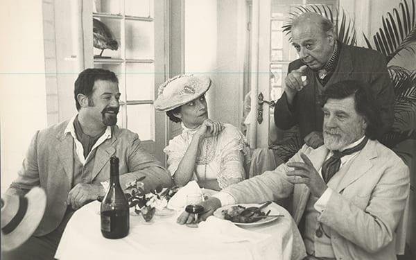 Μιχάλης ΚΑκογιάννης φωτογραφία από τον Βυσσινόκηπο με τους Owen Teale - Charlotte Rampling - Alan Bates