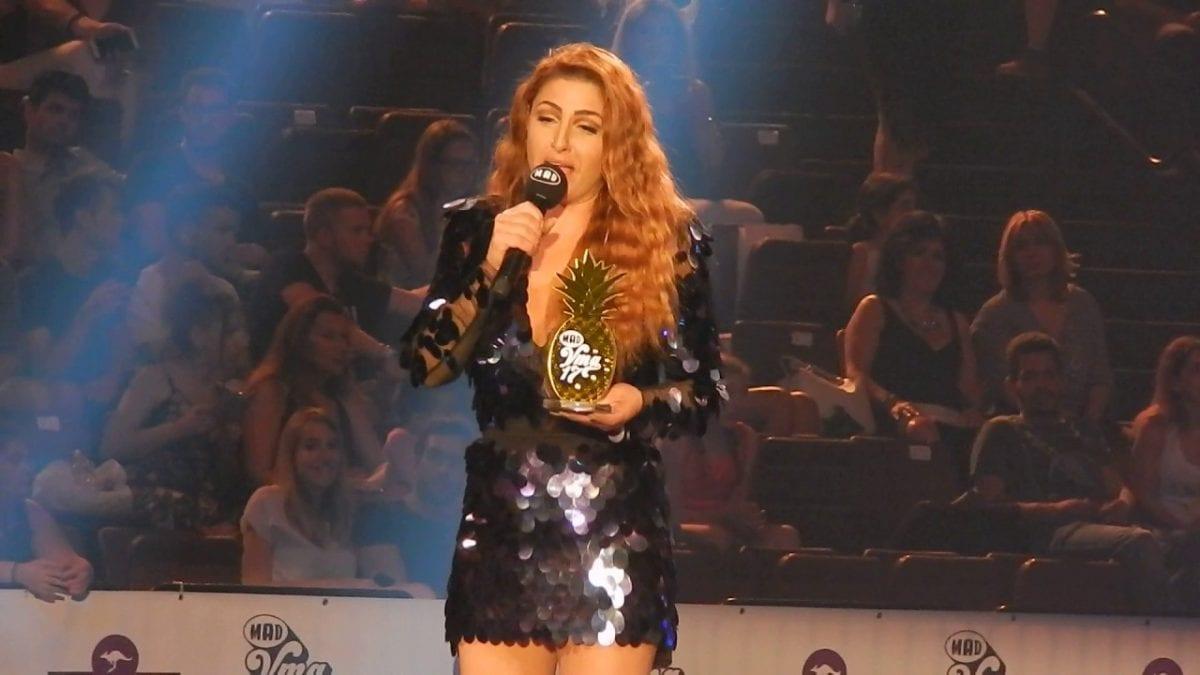 Η Έλενα Παπαρίζου στα βραβεία MAD