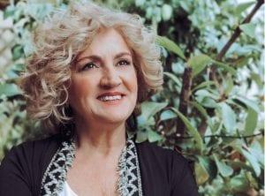 Η ηθοποιός Υρώ Μανέ χαμογελάει