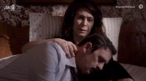 Ο Δούκας στην αγκαλιά της Μυρσίνης κλαίει
