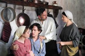 Εικόνα από την Αγάπη Παράνομη, μία από τις ελληνικές σειρές που βασίζονται σε βιβλία