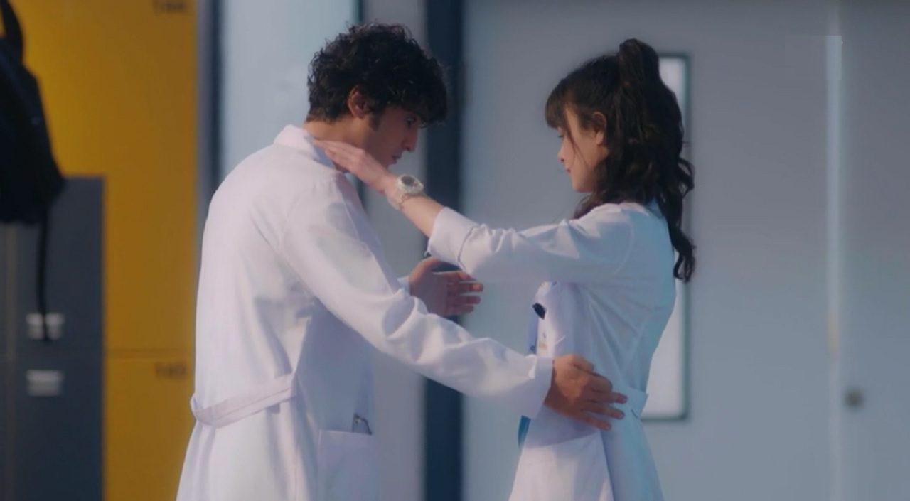 Ο Αλί και η Ναζλί αγκαλιά