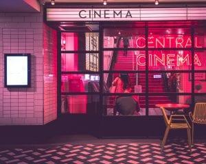 Εικόνα από σινεμά, που είναι για εμβολιασμένους