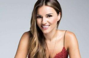 Η Ελένη Τσολάκη χαμογελάει