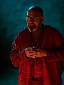 Ο Ζουγανέλης με κόκκινη μπέρτα