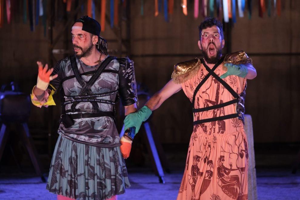 θεατρικές παραστάσεις καλοκαίρι - Ιππείς με τον Μουζουράκη