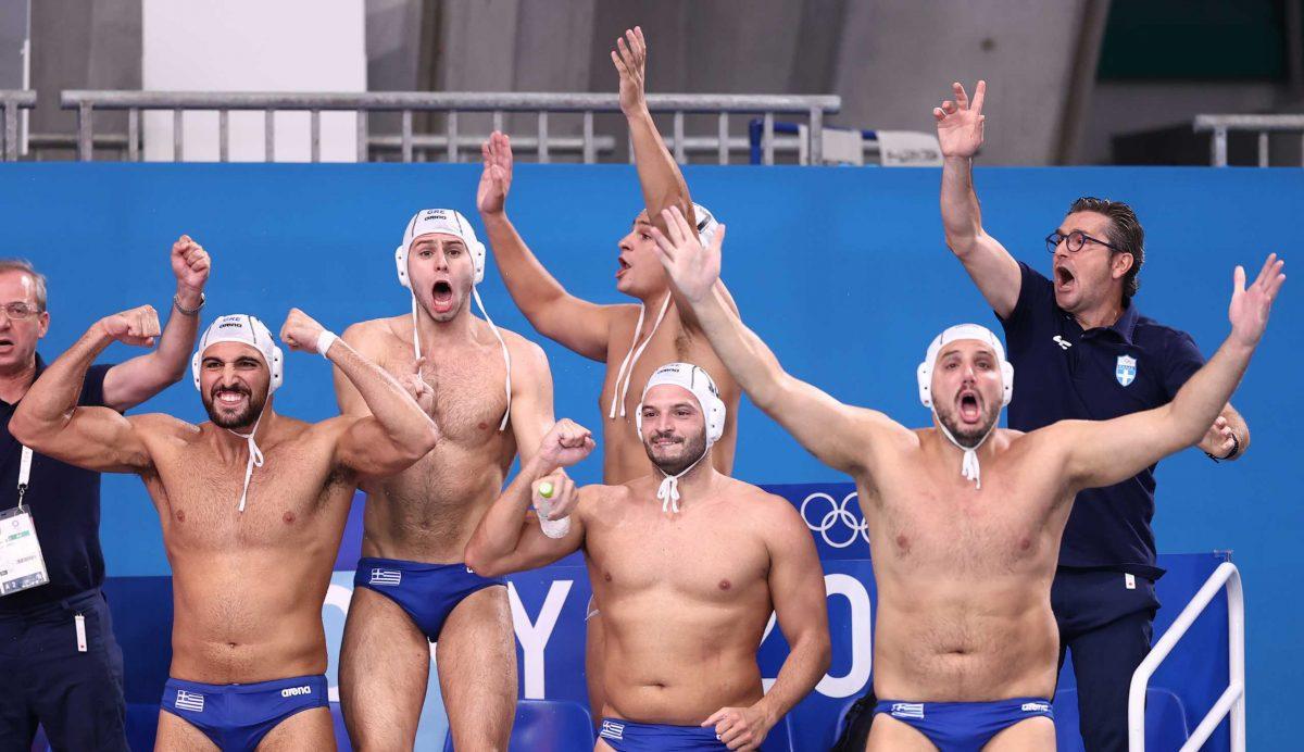 Πλάνο από την εθνική ομάδα πόλο της Ελλάδος στη νίκη ενάντια στην Ουγγαρία