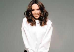 Η Καλομοίρα επιστρέφει δριμύτερη στο τραγούδι – Θέλει να πάει στη Eurovision