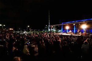 συναυλία που έδωσε ο Σταμάτης Κραουνάκης στον Πολυχώρο Λιπασμάτων