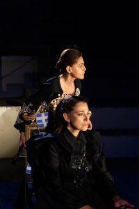 Οι πρωταγωνίστριες στην παράσταση Αμαλία