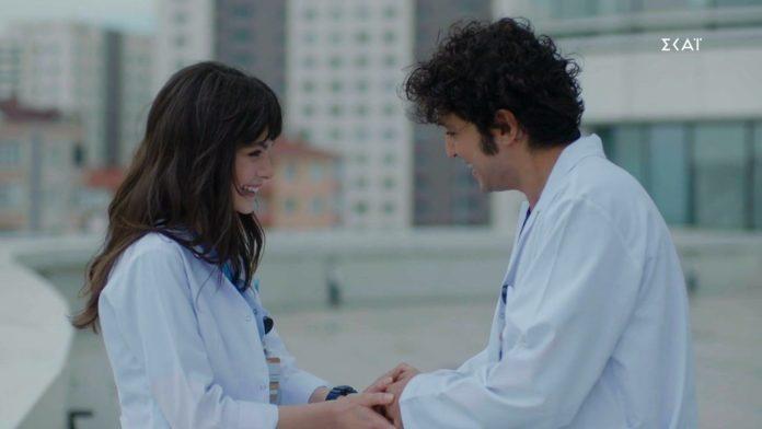 Η Ναζλί και ο Αλί αγκαλιά