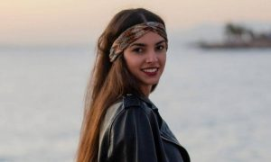 ηθοποιός Ιφιγένια Τζόλα στην Γη της Ελιάς