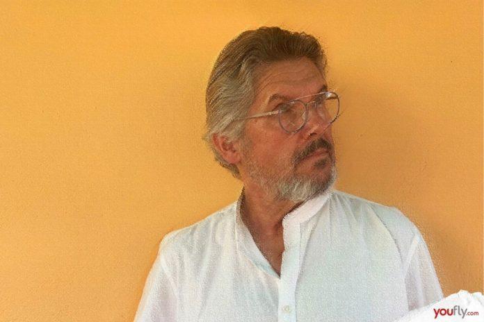 Ο Νίκος Καμτσής σε φωτογραφία