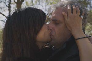 Ο Στάθης και η Ιουλία αγκαλιά