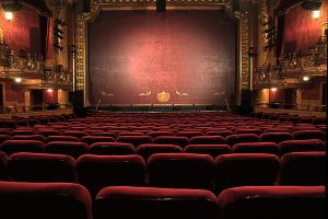 το Θέατρο στην Ελλάδα και η κανονικότητα