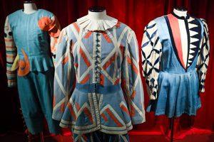 Zip the Day - έκθεση με φορέματα από το Εθνικό Θέατρο
