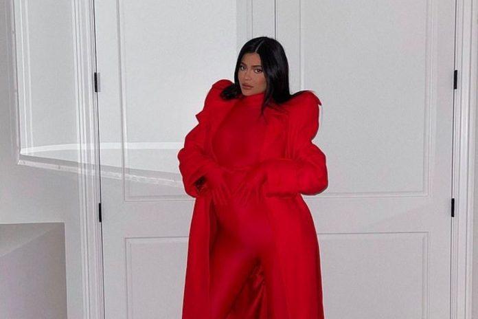 Η Kylie Jenner με το κόκκινο bodysuit