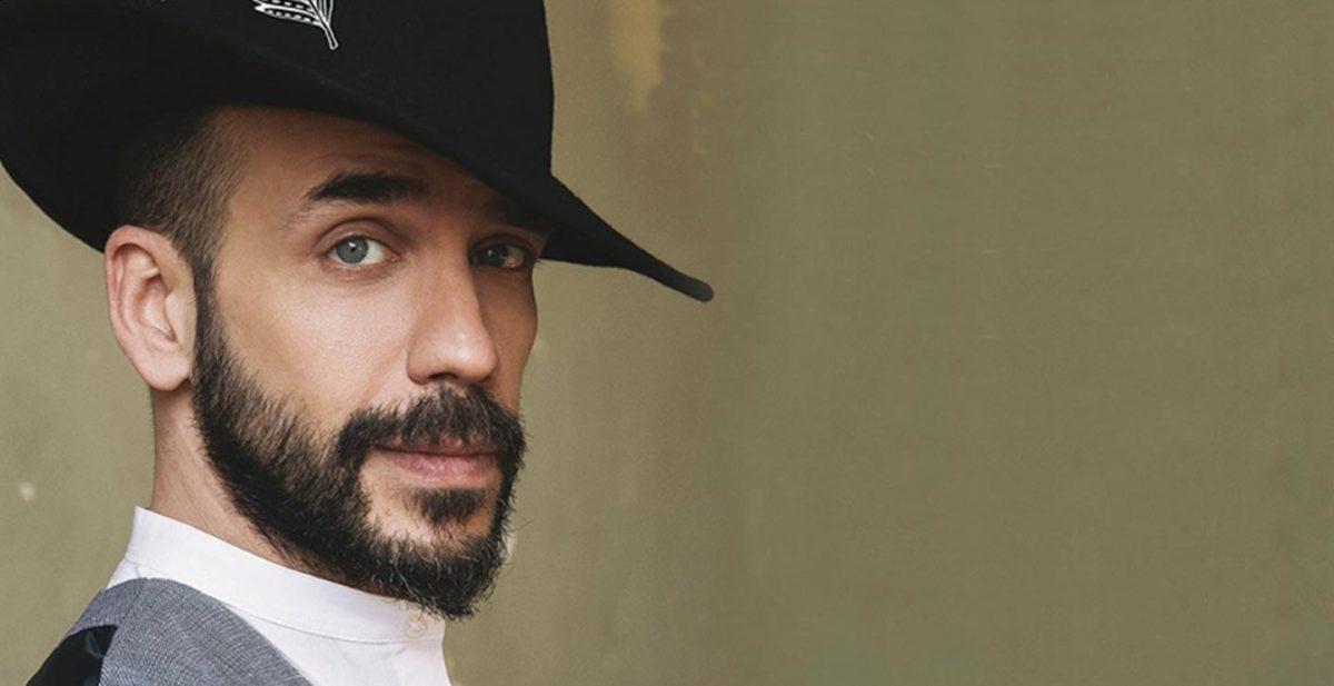 Ο τραγουδιστής Πάνος Μουζουράκης